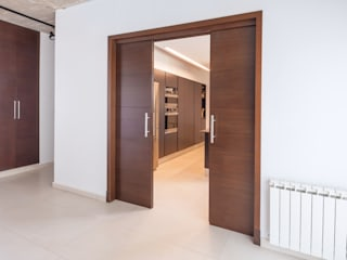 LEGNO enchapado en cedro Edificios de oficinas de estilo moderno de Maretich Aberturas de Madera Moderno