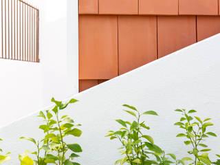 IMAGINEAN Балкон и терраса в стиле модерн Керамика Красный