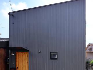 桜本町の家 新築工事 モダンな 家 の Echizen Ryouta Design Laboratory モダン