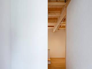 桜本町の家 新築工事 モダンスタイルの 玄関&廊下&階段 の Echizen Ryouta Design Laboratory モダン