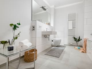 Modern bathroom by Cornelia Augustin Home Staging Modern