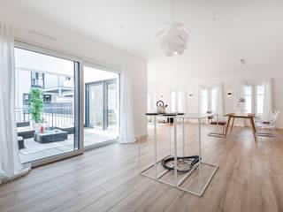 Cocinas de estilo moderno de Cornelia Augustin Home Staging Moderno