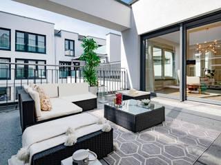 Balcones y terrazas de estilo moderno de Cornelia Augustin Home Staging Moderno