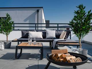 Balcones y terrazas de estilo industrial de Cornelia Augustin Home Staging Industrial