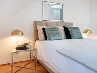 Cuartos de estilo moderno de Cornelia Augustin Home Staging Moderno