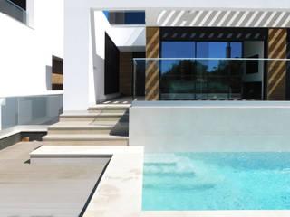 Luís Duarte Pacheco - Arquitecto Modern Pool White