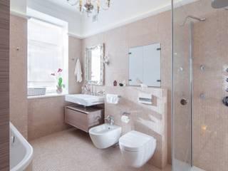 Апартаменты на улице Покровка Ванная в классическом стиле от STUDIO 57 Классический