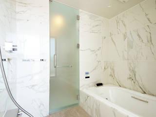大人の暮らしを愉しむ邸宅 モダンスタイルの お風呂 の TERAJIMA ARCHITECTS モダン