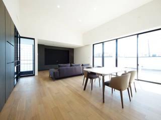 大人の暮らしを愉しむ邸宅 モダンデザインの リビング の TERAJIMA ARCHITECTS モダン