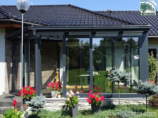 Classic style conservatory by GRACJA SP. Z O.O. Classic