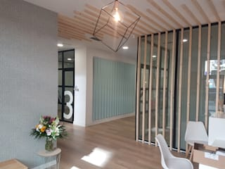 ARDEIN SOLUCIONES S.L. Clinics Engineered Wood Wood effect