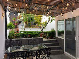 Lamitec SA de CV Балкон и терраса в стиле модерн Металл Эффект древесины
