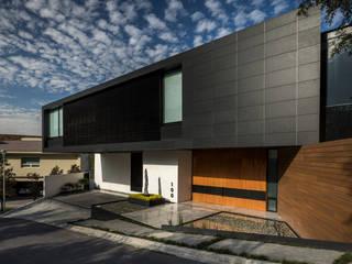 GLR Arquitectos منزل عائلي صغير Black
