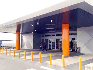 Feralva Carpintería Metálica Office spaces & stores Iron/Steel Orange