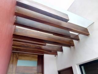 COROTU DISEÑO Y CONSTRUCCION SA DE CV Nowoczesne domy Lite drewno O efekcie drewna