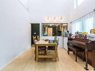 Modern Dining Room by 한글주택(주) Modern