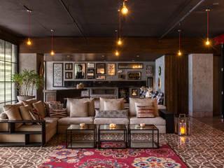 Phòng khách phong cách chiết trung bởi Rakeshh Jeswaani Interior Architects Chiết trung