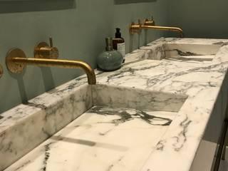 Mabella Artisans Interior Design Kamar Mandi Gaya Eklektik Marmer