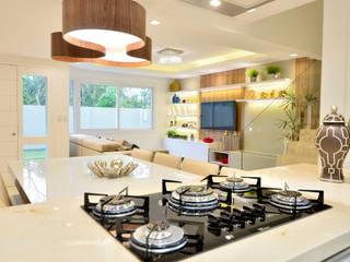 Cozinha integrada por Graça Brenner Arquitetura e Interiores Moderno