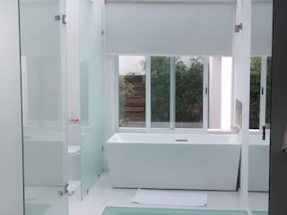 C. A. arquitectos BathroomBathtubs & showers