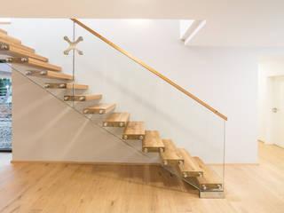 Kragarmstiege von Steinkogler - Stiegen,Geländer,Vollholzhäuser Modern