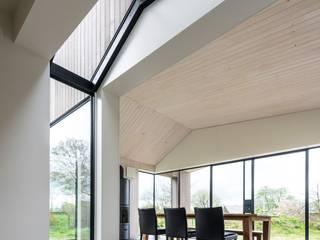 Modern dining room by Studio Groen+Schild Modern