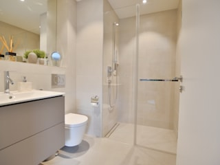 Modern bathroom by Select Living Interiors Modern