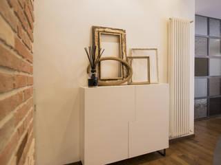 una ristrutturazione dal sapore vagamente industrial Ingresso, Corridoio & Scale in stile moderno di MICHELE VOLPI STUDIO INTERIOR DESIGN Moderno
