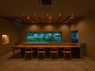 川沿いのカフェ の 深山知子一級建築士事務所・アトリエレトノ 和風