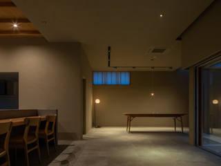 川沿いのカフェ 和風スタイルの 壁&フローリングデザイン の 深山知子一級建築士事務所・アトリエレトノ 和風