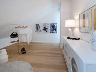 Cornelia Augustin Home Staging Vestidores y placares de estilo moderno