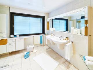 Cornelia Augustin Home Staging Baños de estilo moderno