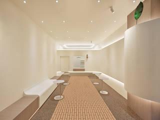 Bares y clubs de estilo minimalista de 원더러스트 Minimalista