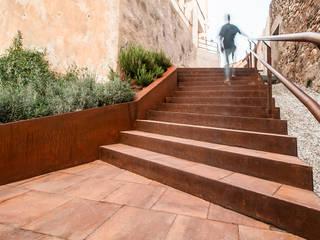 Urbanización C/ de les Altures Soler Valiente Arquitectes Jardines de estilo moderno