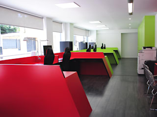MANUEL TORRES DESIGN Office spaces & stores Red