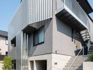 設計事務所アーキプレイス Rumah teras Aluminium/Seng Metallic/Silver