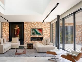 Single-Family House Smart System in Son Vida Control & Comfort Salones de estilo moderno Piedra Blanco