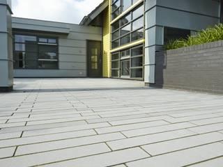 METTEN Stein+Design GmbH & Co. KG Jardines en la fachada Concreto