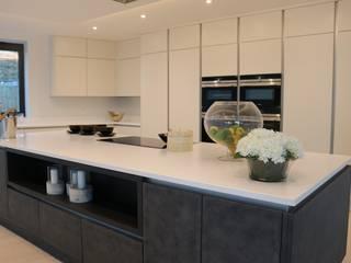 First Impressions Cosdon Kitchen - Canford Cliffs, Poole, Dorset Modern kitchen by Meridien Interiors Ltd Modern