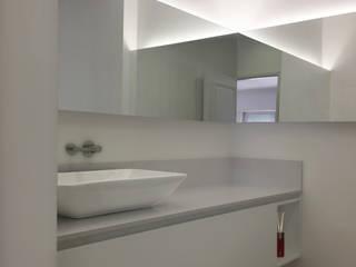Desenho Branco Minimalist bathroom