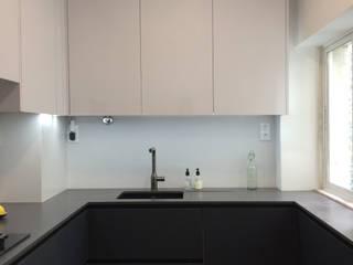 Reabilitação Apartamento Av. Novas Cozinhas minimalistas por Desenho Branco Minimalista