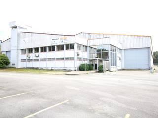 Armazém Industrial localizado em Grijó, Vila Nova de Gaia Escritórios modernos por Paulo Sérgio Propriedades Lda Moderno