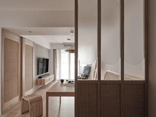 Salas de estar asiáticas por 寓子設計 Asiático