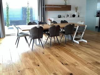 Bodenständig Parkett Ruang Makan Modern Kayu