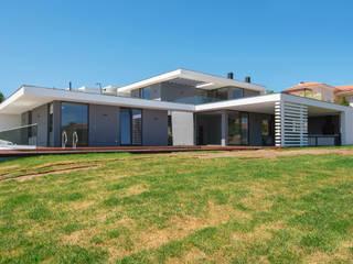 Construção de habitação uni-familiar em Belas por land2build Moderno