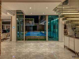 Wanda Michelle interiors Koridor & Tangga Modern