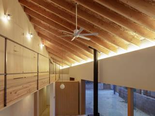 箕面の家 オリジナルデザインの リビング の 山路哲生建築設計事務所 オリジナル