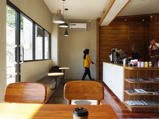 Darbe Cafe & Private SEKALA Studio Gastronomi Gaya Industrial Batu Bata Wood effect
