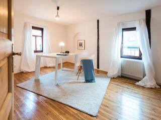 Cornelia Augustin Home Staging Oficinas y bibliotecas de estilo rural