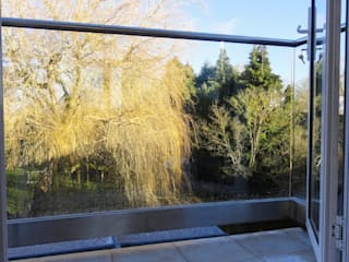 Extending a small balcony with glass Minimalist Evler Ion Glass Minimalist